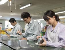 人材派遣 株式会社セレクト |部品製造・検査 | プラスチック部品製造補助